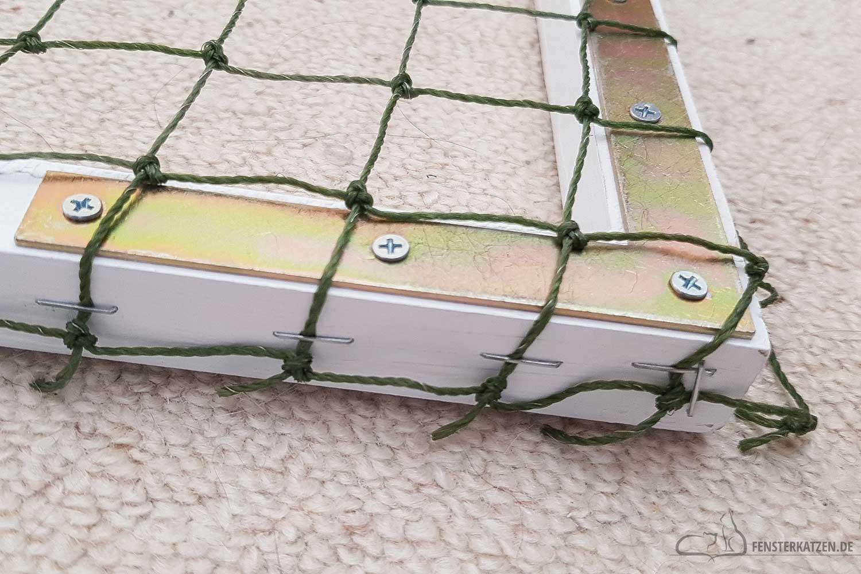 Fensterkatzen-DIY-Do-It-Yourself-Fenstersicherung-Katzen-ohne-bohren-Katzennetz-spannen-2