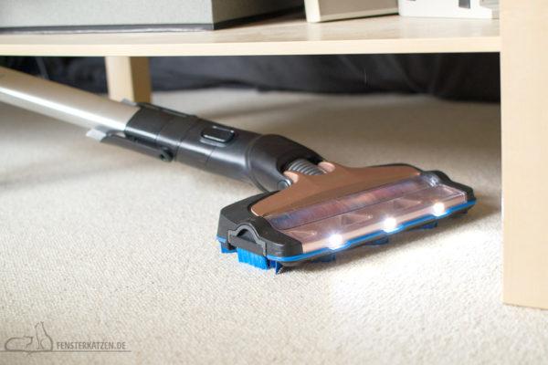 Fensterkatzen-Getestet-Akku-Staubsauger-SpeedPro-Max-Philips-Licht-Flach-Saugen