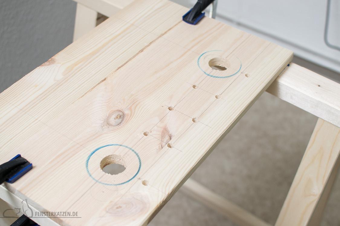 Fensterkatzen-DIY-Fensterliege-hundkatzemaus-Holzbrett-fertig