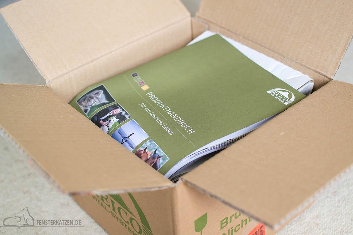 Fensterkatzen-Getestet-Katzenfutter-Leckerlis-Reico-Karton-Produkthandbuch